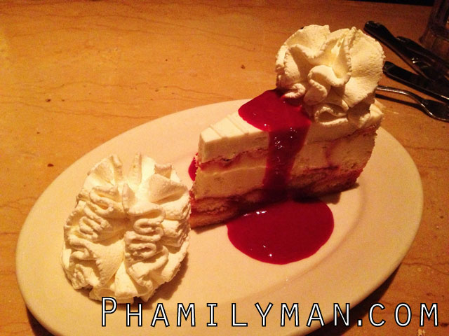 cheesecake-factory-brea-lemon-raspberry-cream